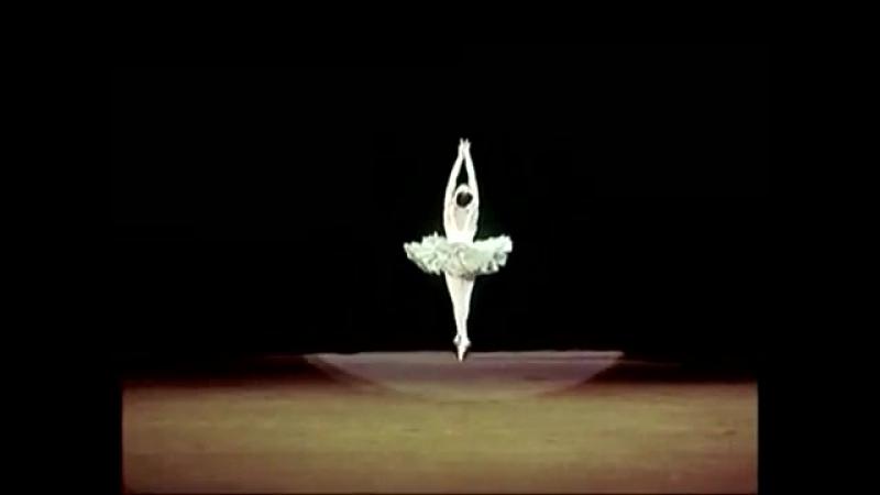 Танцует балерина Галина Уланова. 1954 год