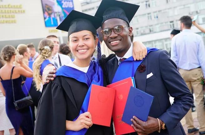 Лучшие иностранные студенты смогут получить гражданство РФ автоматом