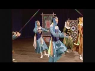 Монгольский национальный ансамбль песни и танца- аягат бүжиг( танец с чашками)