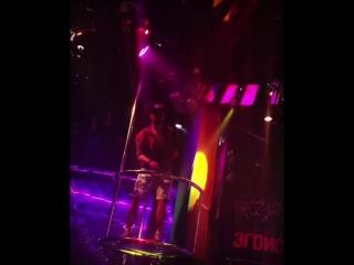 Егор Холявин зажигает в гей-клубе