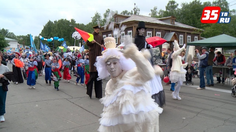 Фестиваль уличных театров: мимы, клоуны и весёлые белки покорили Череповец