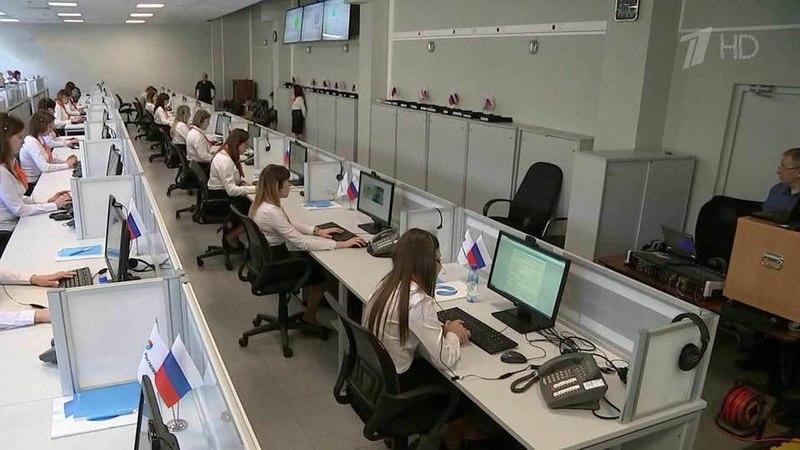 Скаждым часом все больше вопросов поступает вЕдиный центр поприему сообщений к«Прямой линии сВладимиром Путиным». Новости. Первый канал