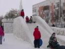 Снежный городок радует юных калачинцев и гостей города.