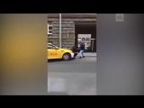 Нападение на сотрудника полиции в Москве (видео 2)