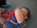 Толпа Хуесосов - панков бьет маленького мальчика.
