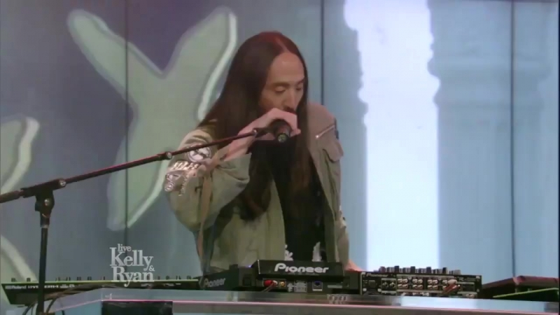 Steve Aoki Bad Royale $4 000 000 feat Ma$e Big Gigantic Live With Kelly and Ryan