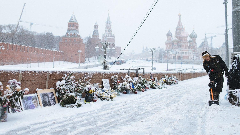 ?В моем городе благодаря Собянину -вновь белый снег