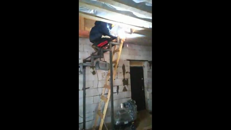 Лестница на ломоном косоуре!