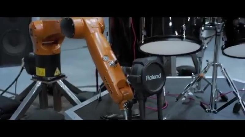 Промышленные роботы, играющие на музыкальных инструментах.mp4