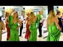 Yeşilli Yenge Düğüne Dekoltesiyle Damga Vurdu