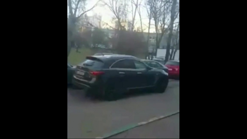 Беременная москвичка разбила пять машин после ссоры с бывшим мужем