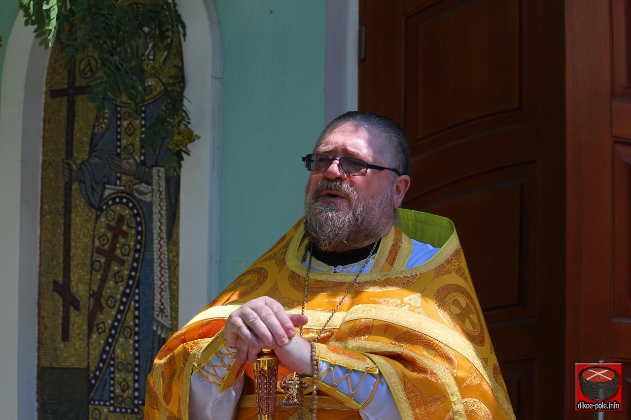 Священник Народной милиции в День Петра и Февронии призвал чтить своих святых, а не католических
