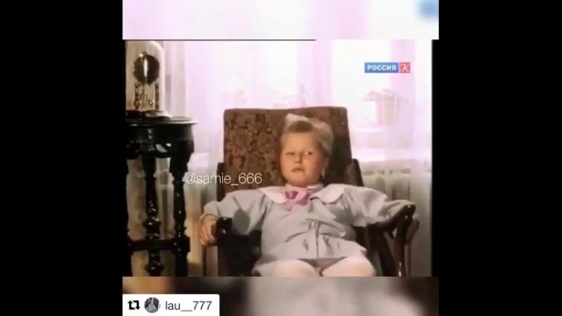 Дон Корлеоне нервно курит в сторонке