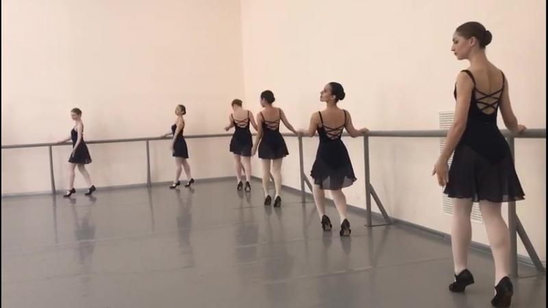 Народно сценический танец зачёт 2семестр 1 2год обучения в уч поклон plie 2