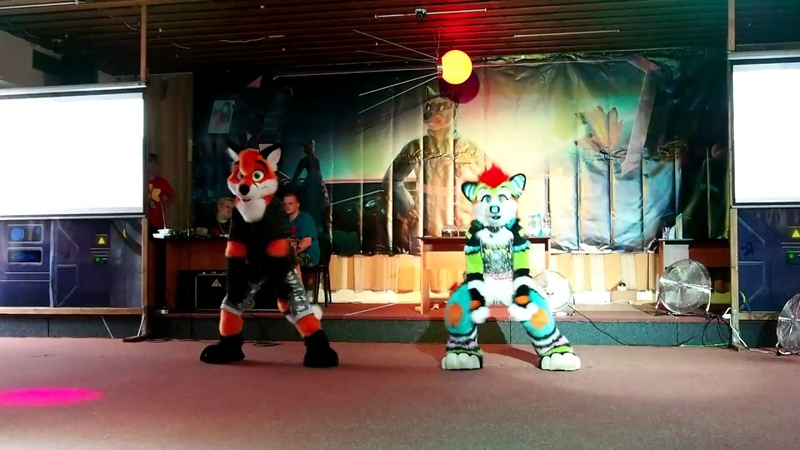 CesFur 2018 Fursuit Dance SpinnyFox and Juicy Dog