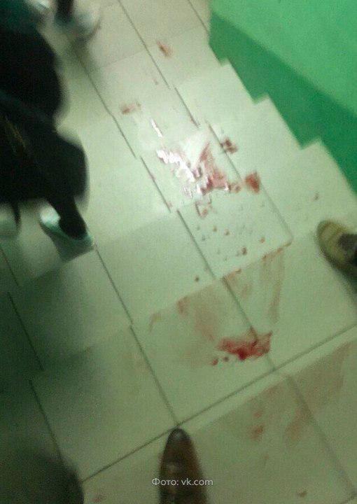В школе Перми неизвестные в масках с ножами напали на учащихся, есть пострадавшие.