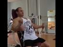 Сведения через нижние ролики в кроссовере сидя на верхний сегмент грудных мышц с использованием наклонной скамьи для большей изо