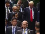 Беседа Владимира Путина и Дональда Трампа состоялась перед началом церемонии совместного фотографирования лидеров стран АТЭС.