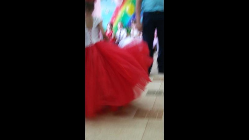 Танец пап с дочками_001.mp4