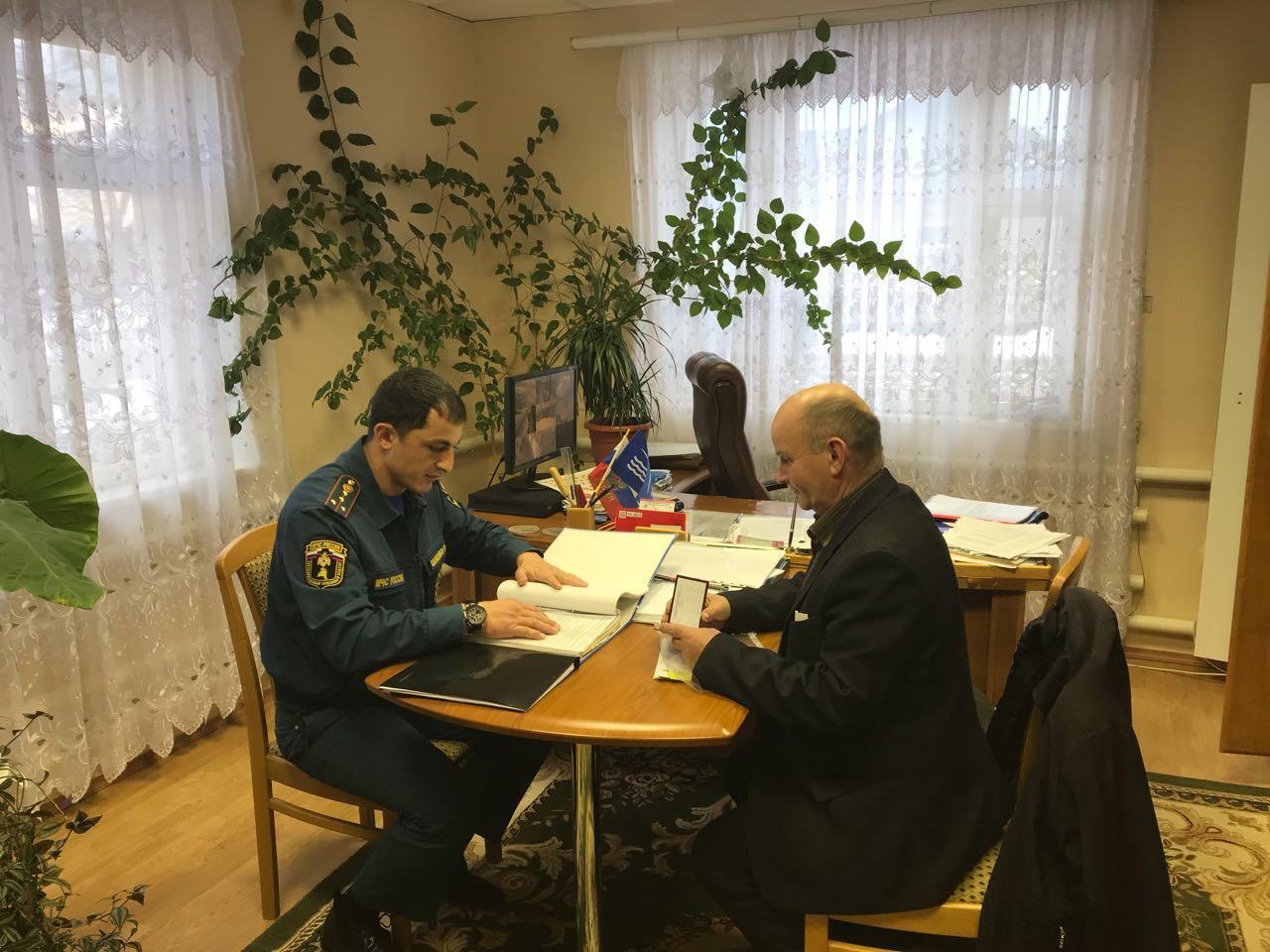 Сотрудники МЧС посетили Кардоникский дом-интернат для престарелых и инвалидов