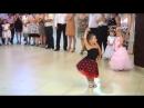 танец девочки с мальчиком