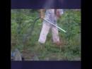 Сегодня видел, как соседка собирает жуков на огороде, нас не победить