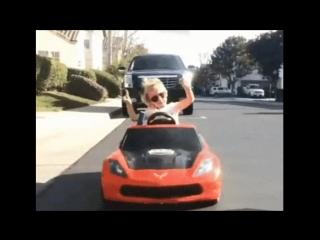 Гонщица:) Электромобили: https://isplit.ru/det_transport/elektromobili/