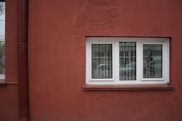 Фасад покрупнее, чтобы разглядеть необычное оштукатуривание.