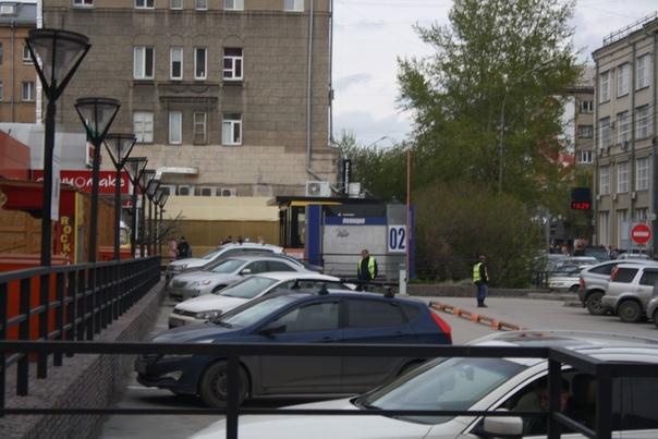 Странная парковка. Зато на главной улице города.