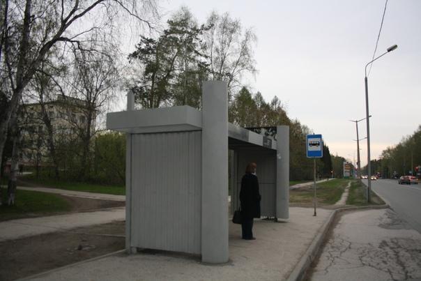 Чуть более дешёвый вид остановки в Академгородке.