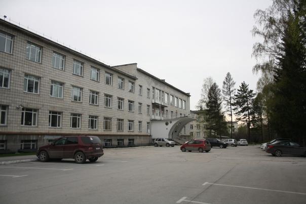 Институт химической биологии и фундаментальной медицины СО РАН. Возле него, конечно, стоит символический памятник лабораторной мыши.
