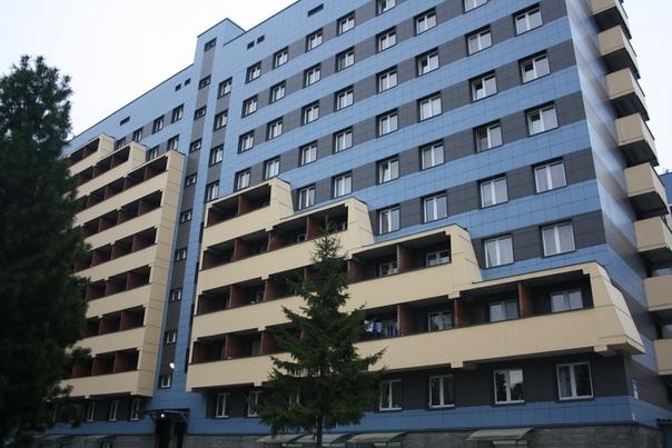 Балкончики лесенкой это, наверно, не удобно. Зато графически выглядит прикольно. Интересно, что боковая стойка не прямая, а трапециевидная.