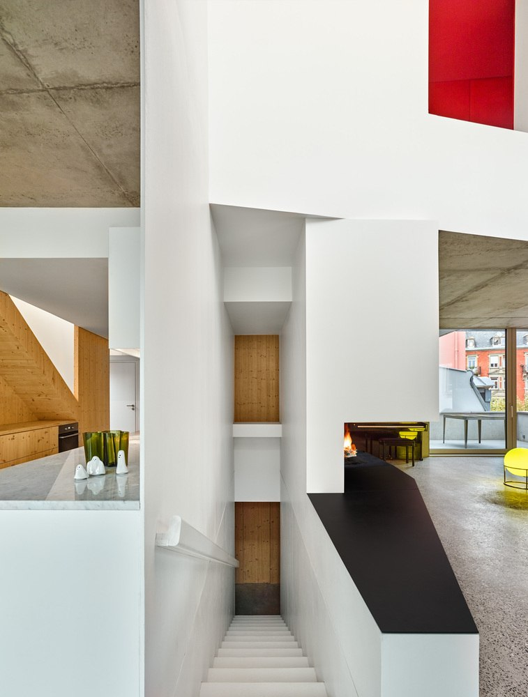 Vibrant and Luminous Interior Spaces that Function as both Offices and Housing
