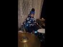 первая игра на барабанах
