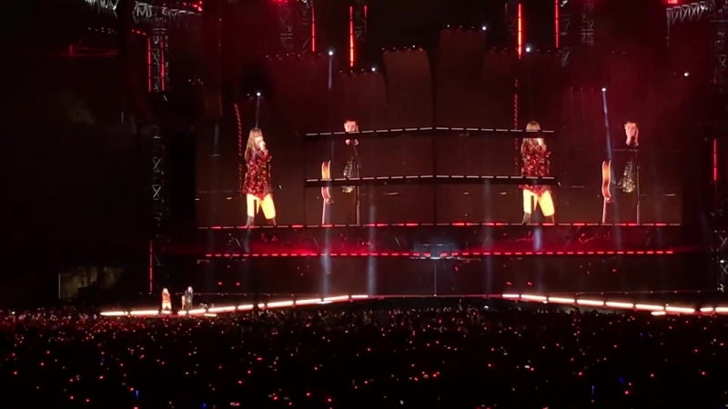 Taylor Swift and Shawn Mendes - There's Nothing Holdin' Me Back (Live in Pasadena)