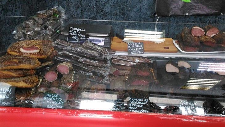 На ярмарке в Томске нашли 182 кило просроченных мясных деликатесов