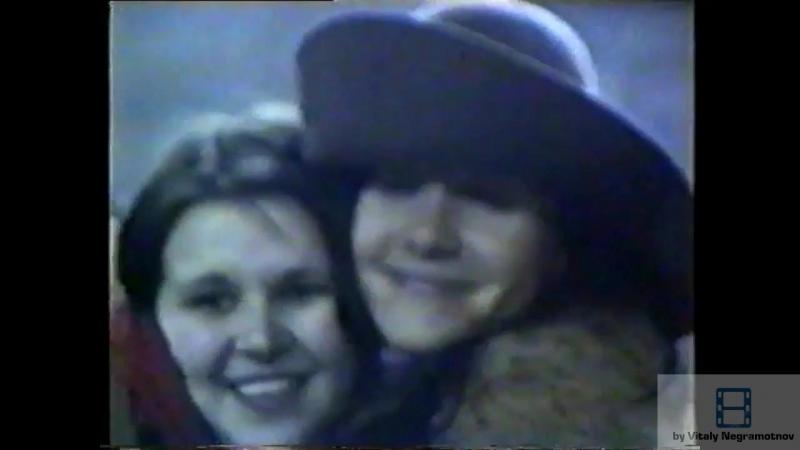 Привет и поцелюй всем Российским фанатам от Натальи Орейро..)Снято Мариной Мукановой 14 марта 2002 года в Минске возле отеля Б