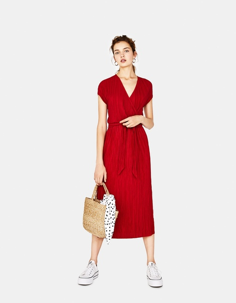 Длинное платье с плиссировкой