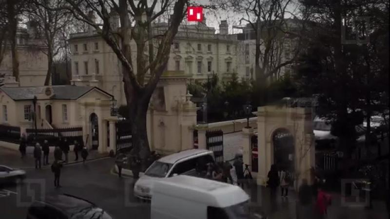Российские дипломаты покидают Посольство в Лондоне » Freewka.com - Смотреть онлайн в хорощем качестве
