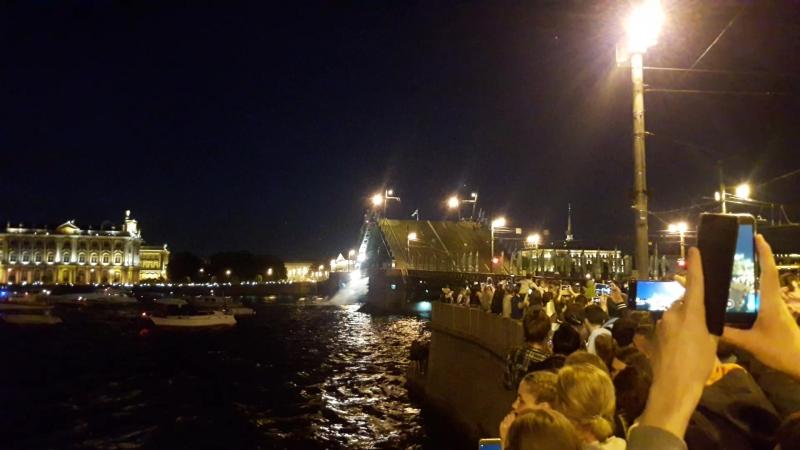 Развод Дворцового моста под гимн Петербурга