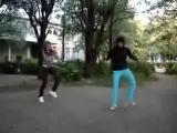 Девченки классно отжигают танцы класс это  тиктоник хардбас))