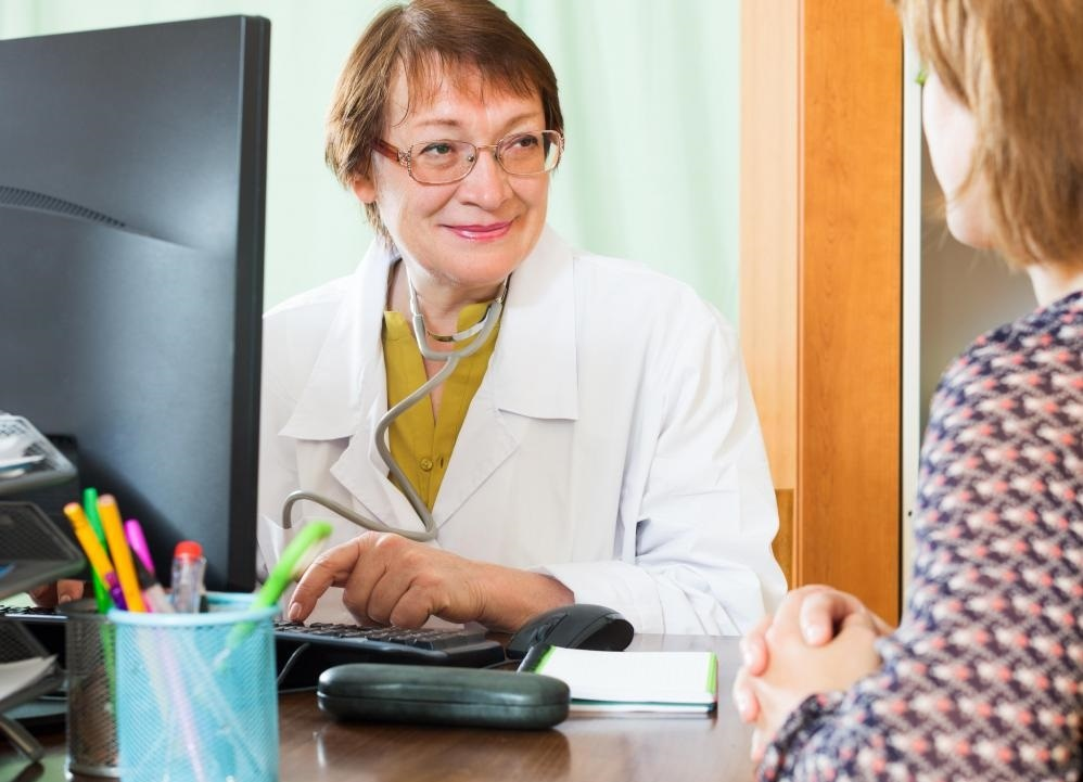 Врач пациента должен объяснить различные варианты наблюдения за аномальной маммографией.
