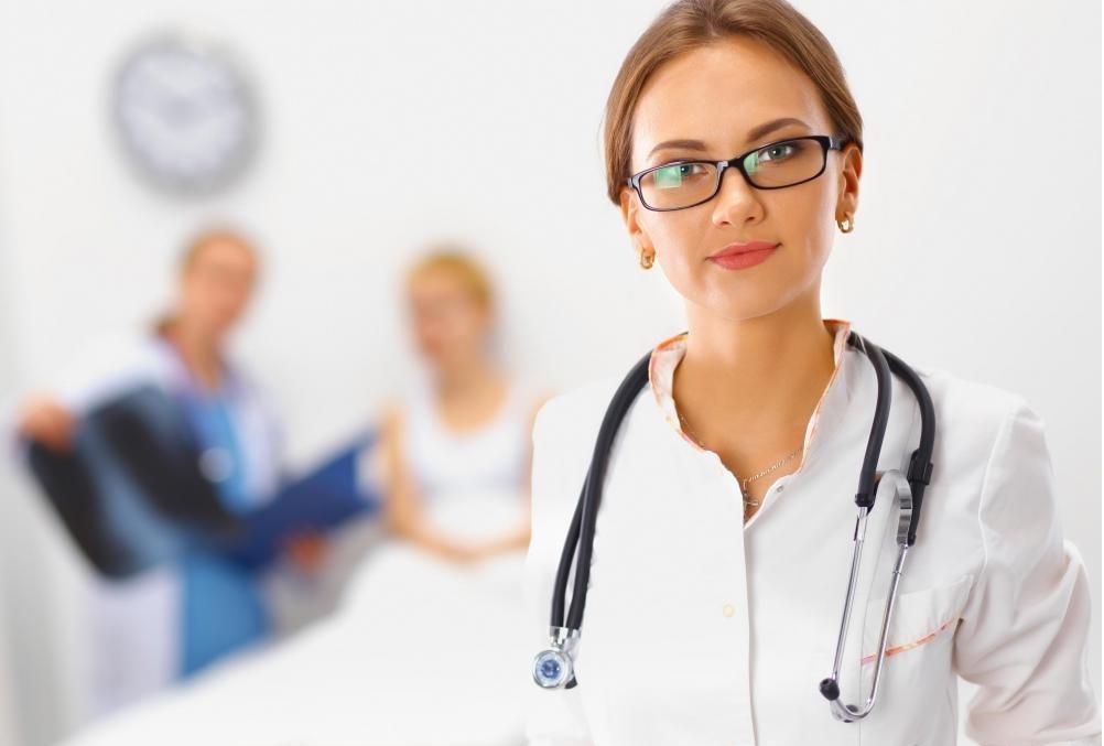 Ежегодные маммограммы обычно рекомендуются для пациентов в возрасте 40 лет и старше.