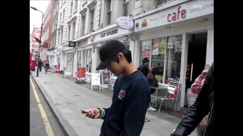 120622 Kai lost his way in London