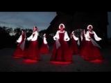 Русский народный танец девушек в светящихся платьях! Очень красиво!