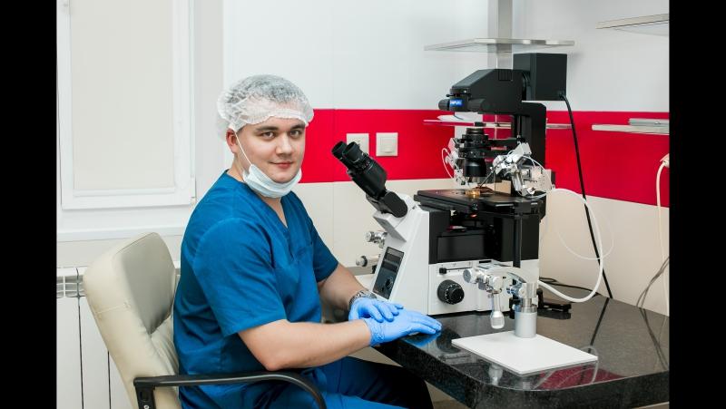 Врач - эмбриолог Клиники доктора Фомина