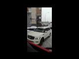 Водила Infiniti не пропустил два пожарных автомобиля и скорую в московском дворе