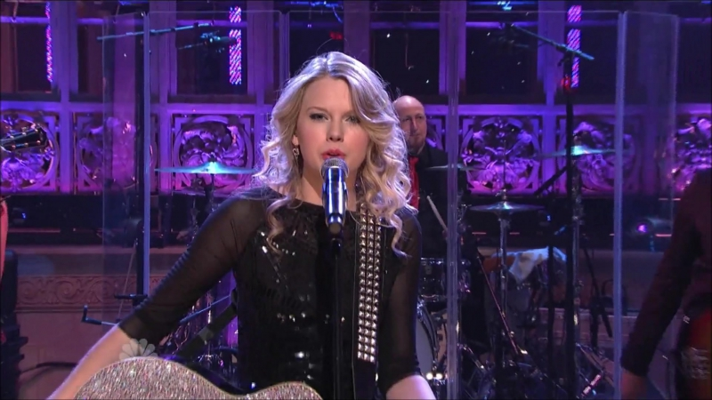 Taylor Swift - Love Story (Live at Saturday Night Live 2009)