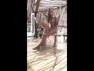 Жозефин на съёмочной площадке для Agua Bendita в Тулуме - 2017