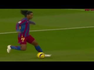 Прекрасный гол Роналдиньо в ворота реала